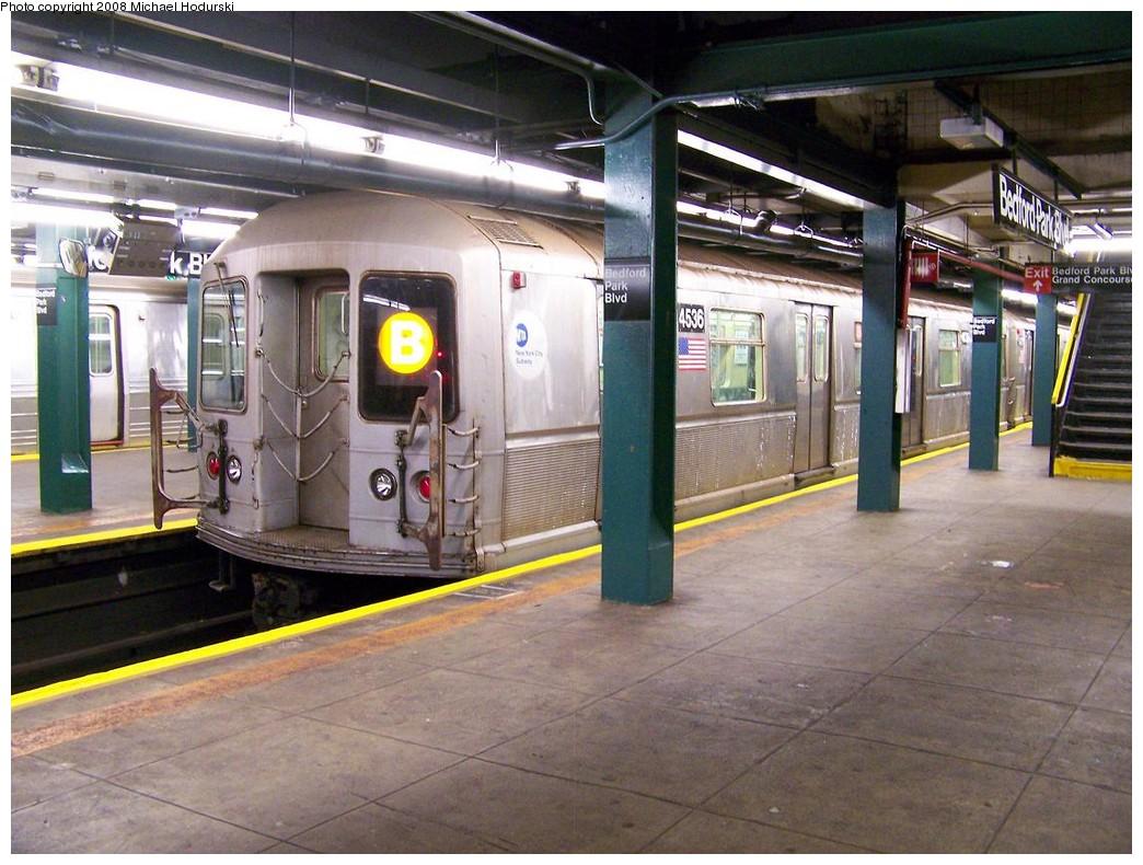 (234k, 1044x790)<br><b>Country:</b> United States<br><b>City:</b> New York<br><b>System:</b> New York City Transit<br><b>Line:</b> IND Concourse Line<br><b>Location:</b> Bedford Park Boulevard <br><b>Route:</b> B<br><b>Car:</b> R-40M (St. Louis, 1969)  4536 <br><b>Photo by:</b> Michael Hodurski<br><b>Date:</b> 10/26/2007<br><b>Viewed (this week/total):</b> 9 / 2558