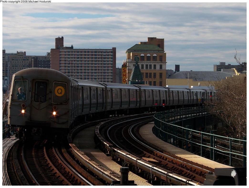 (235k, 1044x790)<br><b>Country:</b> United States<br><b>City:</b> New York<br><b>System:</b> New York City Transit<br><b>Line:</b> BMT Brighton Line<br><b>Location:</b> West 8th Street <br><b>Route:</b> Q<br><b>Car:</b> R-68A (Kawasaki, 1988-1989)  5168 <br><b>Photo by:</b> Michael Hodurski<br><b>Date:</b> 12/24/2007<br><b>Viewed (this week/total):</b> 0 / 2033