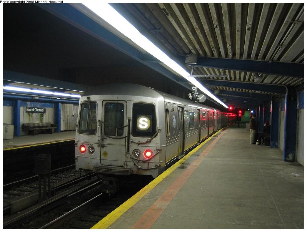 (191k, 1044x788)<br><b>Country:</b> United States<br><b>City:</b> New York<br><b>System:</b> New York City Transit<br><b>Line:</b> IND Rockaway<br><b>Location:</b> Broad Channel <br><b>Route:</b> S<br><b>Car:</b> R-44 (St. Louis, 1971-73) 5354 <br><b>Photo by:</b> Michael Hodurski<br><b>Date:</b> 1/1/2008<br><b>Viewed (this week/total):</b> 1 / 2485