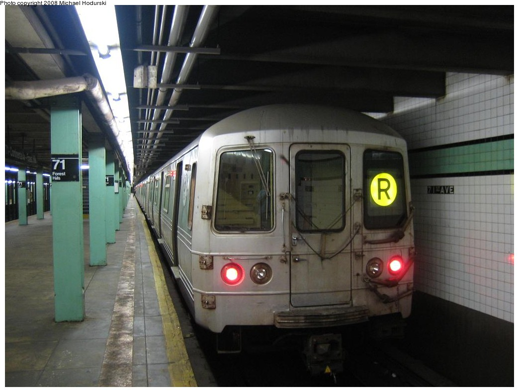 (165k, 1044x788)<br><b>Country:</b> United States<br><b>City:</b> New York<br><b>System:</b> New York City Transit<br><b>Line:</b> IND Queens Boulevard Line<br><b>Location:</b> 71st/Continental Aves./Forest Hills <br><b>Route:</b> R<br><b>Car:</b> R-46 (Pullman-Standard, 1974-75) 5656 <br><b>Photo by:</b> Michael Hodurski<br><b>Date:</b> 1/1/2008<br><b>Viewed (this week/total):</b> 0 / 2024