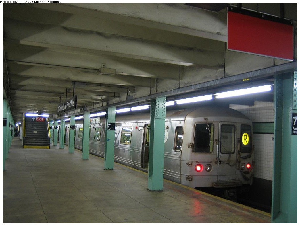 (161k, 1044x788)<br><b>Country:</b> United States<br><b>City:</b> New York<br><b>System:</b> New York City Transit<br><b>Line:</b> IND Queens Boulevard Line<br><b>Location:</b> 71st/Continental Aves./Forest Hills <br><b>Route:</b> R<br><b>Car:</b> R-46 (Pullman-Standard, 1974-75) 5850 <br><b>Photo by:</b> Michael Hodurski<br><b>Date:</b> 1/1/2008<br><b>Viewed (this week/total):</b> 0 / 2090