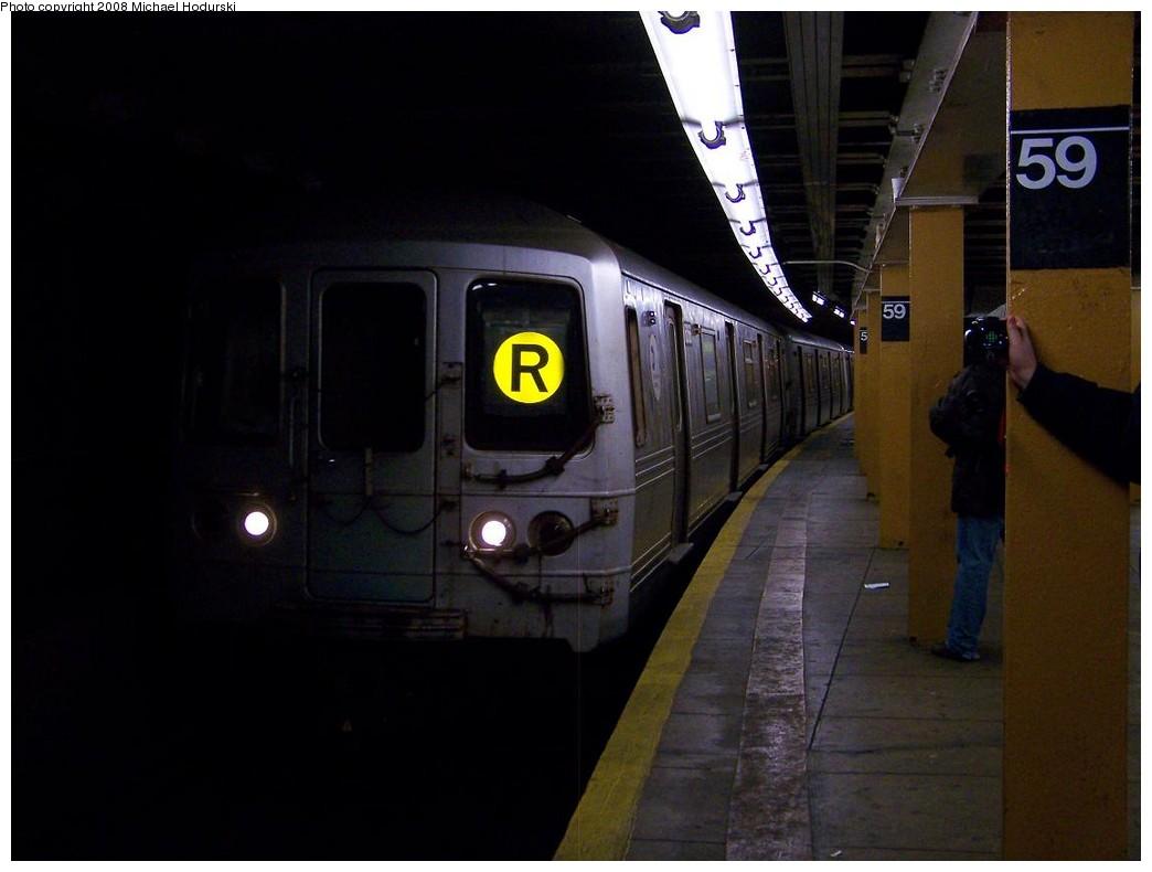 (138k, 1044x790)<br><b>Country:</b> United States<br><b>City:</b> New York<br><b>System:</b> New York City Transit<br><b>Line:</b> BMT Broadway Line<br><b>Location:</b> Lexington Avenue (59th Street) <br><b>Route:</b> R<br><b>Car:</b> R-46 (Pullman-Standard, 1974-75) 6066 <br><b>Photo by:</b> Michael Hodurski<br><b>Date:</b> 12/16/2007<br><b>Viewed (this week/total):</b> 0 / 3324