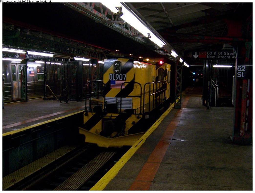 (194k, 1044x790)<br><b>Country:</b> United States<br><b>City:</b> New York<br><b>System:</b> New York City Transit<br><b>Line:</b> BMT West End Line<br><b>Location:</b> 62nd Street <br><b>Route:</b> Work Service<br><b>Car:</b> R-120 Locomotive  907 <br><b>Photo by:</b> Michael Hodurski<br><b>Date:</b> 10/11/2007<br><b>Viewed (this week/total):</b> 0 / 2205