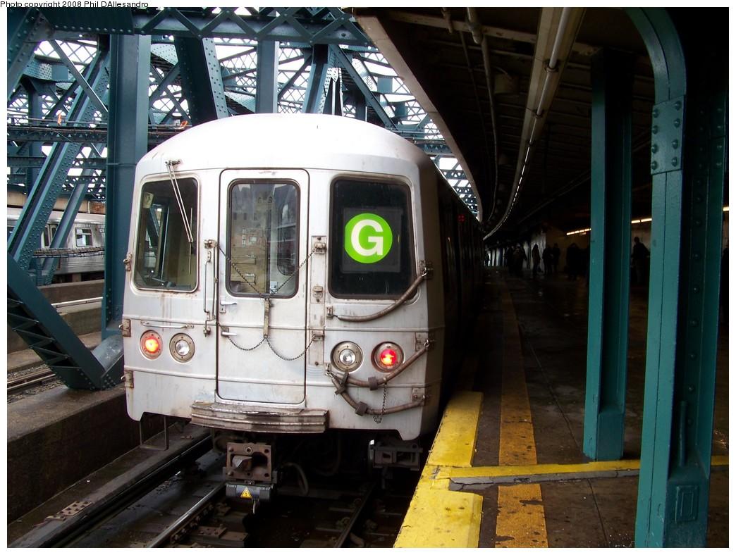 (231k, 1044x788)<br><b>Country:</b> United States<br><b>City:</b> New York<br><b>System:</b> New York City Transit<br><b>Line:</b> IND Crosstown Line<br><b>Location:</b> Smith/9th Street <br><b>Route:</b> G<br><b>Car:</b> R-46 (Pullman-Standard, 1974-75) 5664 <br><b>Photo by:</b> Philip D'Allesandro<br><b>Date:</b> 1/1/2008<br><b>Viewed (this week/total):</b> 0 / 2139