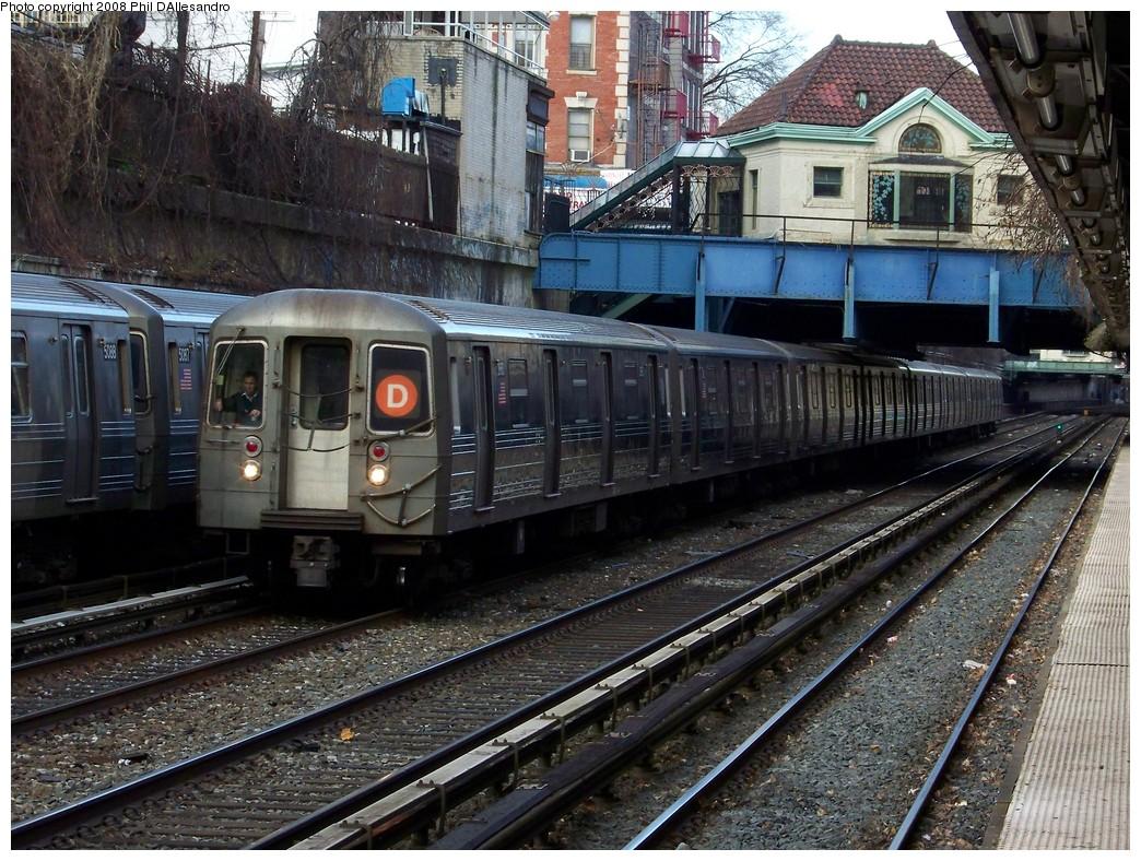 (305k, 1044x788)<br><b>Country:</b> United States<br><b>City:</b> New York<br><b>System:</b> New York City Transit<br><b>Line:</b> BMT Brighton Line<br><b>Location:</b> Cortelyou Road <br><b>Route:</b> D<br><b>Car:</b> R-68 (Westinghouse-Amrail, 1986-1988)  2660 <br><b>Photo by:</b> Philip D'Allesandro<br><b>Date:</b> 12/25/2007<br><b>Viewed (this week/total):</b> 0 / 3027
