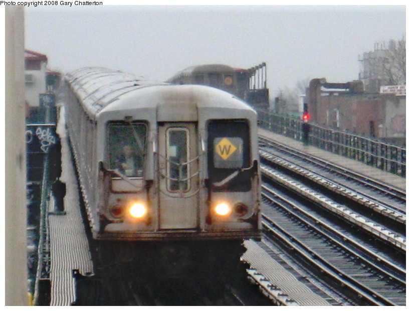 (136k, 820x620)<br><b>Country:</b> United States<br><b>City:</b> New York<br><b>System:</b> New York City Transit<br><b>Line:</b> BMT Astoria Line<br><b>Location:</b> 39th/Beebe Aves. <br><b>Route:</b> W<br><b>Car:</b> R-40 (St. Louis, 1968)  4173 <br><b>Photo by:</b> Gary Chatterton<br><b>Date:</b> 12/27/2007<br><b>Viewed (this week/total):</b> 0 / 2667