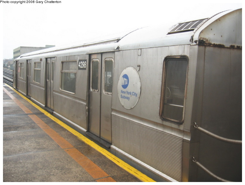 (108k, 820x620)<br><b>Country:</b> United States<br><b>City:</b> New York<br><b>System:</b> New York City Transit<br><b>Line:</b> BMT Astoria Line<br><b>Location:</b> 39th/Beebe Aves. <br><b>Route:</b> W<br><b>Car:</b> R-40 (St. Louis, 1968)  4298 <br><b>Photo by:</b> Gary Chatterton<br><b>Date:</b> 12/27/2007<br><b>Viewed (this week/total):</b> 0 / 1797