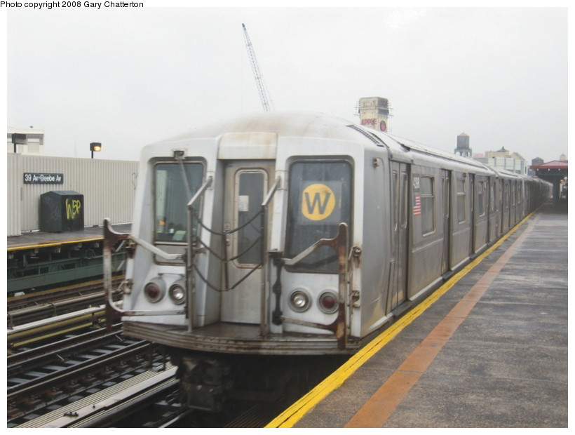 (106k, 820x620)<br><b>Country:</b> United States<br><b>City:</b> New York<br><b>System:</b> New York City Transit<br><b>Line:</b> BMT Astoria Line<br><b>Location:</b> 39th/Beebe Aves. <br><b>Route:</b> W<br><b>Car:</b> R-40 (St. Louis, 1968)  4298 <br><b>Photo by:</b> Gary Chatterton<br><b>Date:</b> 12/27/2007<br><b>Viewed (this week/total):</b> 0 / 1373