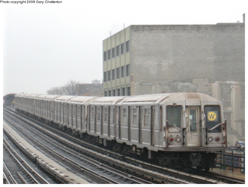 (115k, 820x620)<br><b>Country:</b> United States<br><b>City:</b> New York<br><b>System:</b> New York City Transit<br><b>Line:</b> BMT Astoria Line<br><b>Location:</b> 39th/Beebe Aves. <br><b>Route:</b> W<br><b>Car:</b> R-40 (St. Louis, 1968)  4221 <br><b>Photo by:</b> Gary Chatterton<br><b>Date:</b> 12/27/2007<br><b>Viewed (this week/total):</b> 0 / 1398