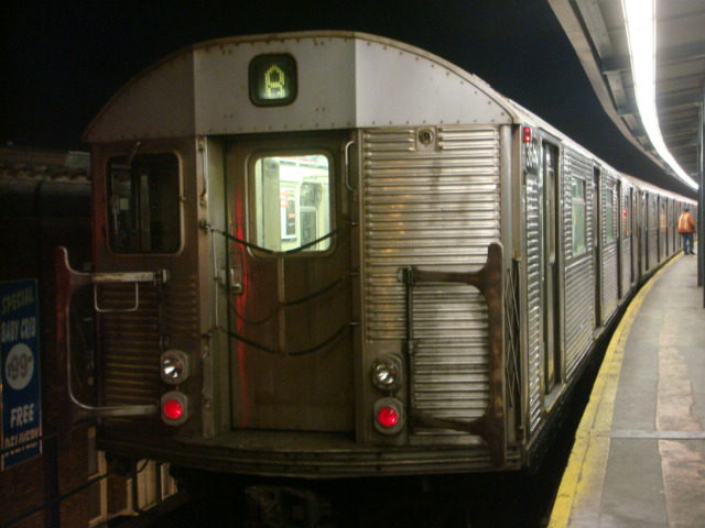 (94k, 640x480)<br><b>Country:</b> United States<br><b>City:</b> New York<br><b>System:</b> New York City Transit<br><b>Line:</b> IND Fulton Street Line<br><b>Location:</b> Lefferts Boulevard <br><b>Route:</b> A<br><b>Car:</b> R-32 (Budd, 1964)  3644 <br><b>Photo by:</b> Danny Molina<br><b>Date:</b> 1/9/2008<br><b>Viewed (this week/total):</b> 2 / 1390