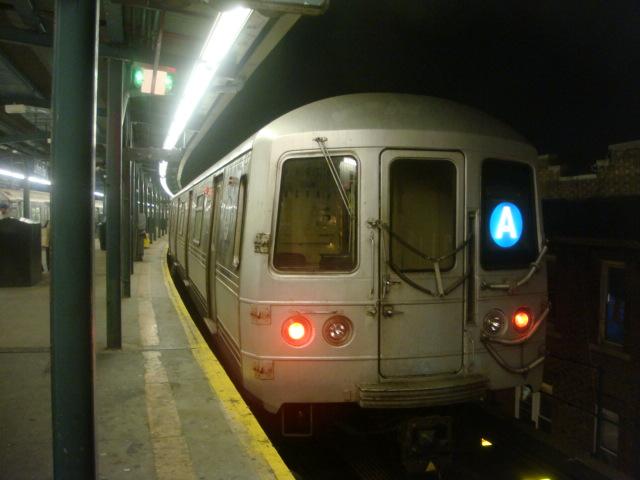 (93k, 640x480)<br><b>Country:</b> United States<br><b>City:</b> New York<br><b>System:</b> New York City Transit<br><b>Line:</b> IND Fulton Street Line<br><b>Location:</b> Lefferts Boulevard <br><b>Route:</b> A<br><b>Car:</b> R-44 (St. Louis, 1971-73)  <br><b>Photo by:</b> Danny Molina<br><b>Date:</b> 1/9/2008<br><b>Viewed (this week/total):</b> 2 / 1467