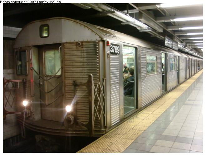 (101k, 660x500)<br><b>Country:</b> United States<br><b>City:</b> New York<br><b>System:</b> New York City Transit<br><b>Line:</b> IND 8th Avenue Line<br><b>Location:</b> Chambers Street/World Trade Center <br><b>Route:</b> E<br><b>Car:</b> R-32 (Budd, 1964)  3769 <br><b>Photo by:</b> Danny Molina<br><b>Date:</b> 12/28/2007<br><b>Viewed (this week/total):</b> 1 / 1938
