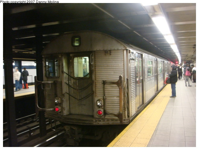 (90k, 660x500)<br><b>Country:</b> United States<br><b>City:</b> New York<br><b>System:</b> New York City Transit<br><b>Line:</b> IND Queens Boulevard Line<br><b>Location:</b> Roosevelt Avenue <br><b>Route:</b> E<br><b>Car:</b> R-32 (Budd, 1964)  3940 <br><b>Photo by:</b> Danny Molina<br><b>Date:</b> 12/28/2007<br><b>Viewed (this week/total):</b> 0 / 1861