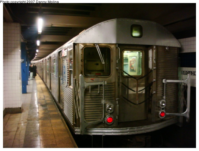 (88k, 660x500)<br><b>Country:</b> United States<br><b>City:</b> New York<br><b>System:</b> New York City Transit<br><b>Line:</b> IND 6th Avenue Line<br><b>Location:</b> Broadway/Lafayette <br><b>Route:</b> E<br><b>Car:</b> R-32 (Budd, 1964)  3940 <br><b>Photo by:</b> Danny Molina<br><b>Date:</b> 12/24/2007<br><b>Notes:</b> Reroute.<br><b>Viewed (this week/total):</b> 8 / 2530