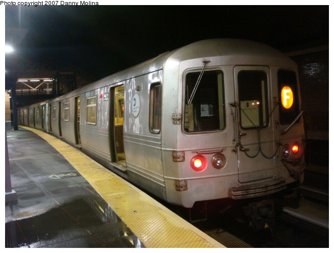 (89k, 660x500)<br><b>Country:</b> United States<br><b>City:</b> New York<br><b>System:</b> New York City Transit<br><b>Location:</b> Coney Island/Stillwell Avenue<br><b>Route:</b> F<br><b>Car:</b> R-46 (Pullman-Standard, 1974-75) 5612 <br><b>Photo by:</b> Danny Molina<br><b>Date:</b> 12/28/2007<br><b>Viewed (this week/total):</b> 0 / 1771