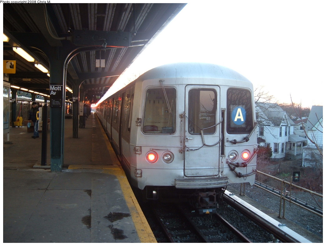 (197k, 1044x788)<br><b>Country:</b> United States<br><b>City:</b> New York<br><b>System:</b> New York City Transit<br><b>Line:</b> IND Rockaway<br><b>Location:</b> Mott Avenue/Far Rockaway <br><b>Route:</b> A<br><b>Car:</b> R-44 (St. Louis, 1971-73) 5280 <br><b>Photo by:</b> Chris M.<br><b>Date:</b> 1/1/2008<br><b>Viewed (this week/total):</b> 0 / 1863