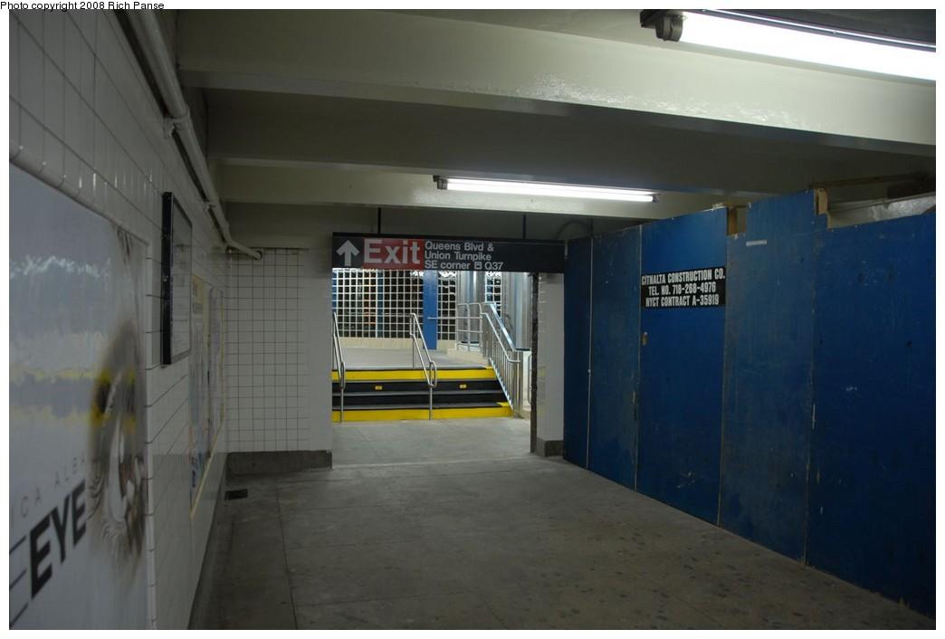 (144k, 1044x706)<br><b>Country:</b> United States<br><b>City:</b> New York<br><b>System:</b> New York City Transit<br><b>Line:</b> IND Queens Boulevard Line<br><b>Location:</b> Union Turnpike/Kew Gardens <br><b>Photo by:</b> Richard Panse<br><b>Date:</b> 1/13/2008<br><b>Notes:</b> Refurbished entrance at Union Tpk.<br><b>Viewed (this week/total):</b> 1 / 1282