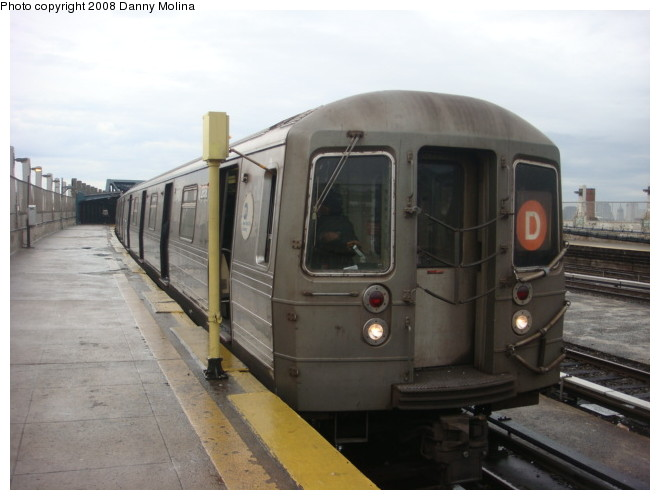 (82k, 660x500)<br><b>Country:</b> United States<br><b>City:</b> New York<br><b>System:</b> New York City Transit<br><b>Line:</b> IND Crosstown Line<br><b>Location:</b> Smith/9th Street <br><b>Route:</b> D<br><b>Car:</b> R-68 (Westinghouse-Amrail, 1986-1988)  2658 <br><b>Photo by:</b> Danny Molina<br><b>Date:</b> 1/12/2008<br><b>Notes:</b> Rerouted D train.<br><b>Viewed (this week/total):</b> 0 / 2453