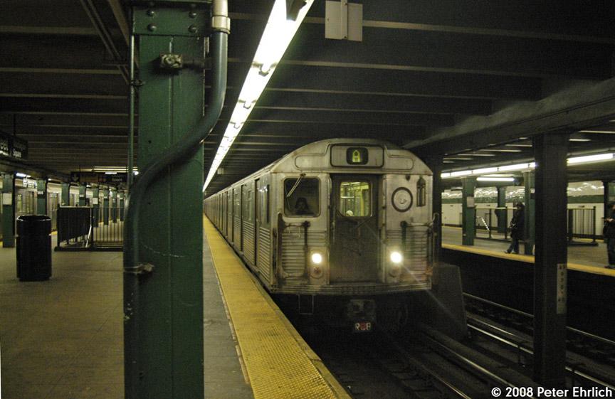 (179k, 864x561)<br><b>Country:</b> United States<br><b>City:</b> New York<br><b>System:</b> New York City Transit<br><b>Line:</b> IND 8th Avenue Line<br><b>Location:</b> West 4th Street/Washington Square <br><b>Route:</b> A<br><b>Car:</b> R-38 (St. Louis, 1966-1967)  3952 <br><b>Photo by:</b> Peter Ehrlich<br><b>Date:</b> 1/3/2008<br><b>Notes:</b> West 4th Street northbound.<br><b>Viewed (this week/total):</b> 2 / 2385