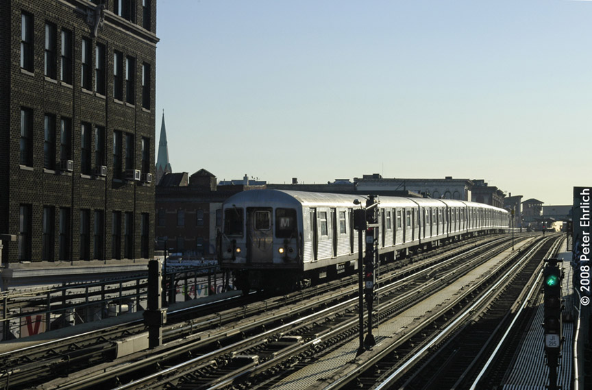 (181k, 864x569)<br><b>Country:</b> United States<br><b>City:</b> New York<br><b>System:</b> New York City Transit<br><b>Line:</b> BMT Nassau Street/Jamaica Line<br><b>Location:</b> Flushing Avenue <br><b>Route:</b> M<br><b>Car:</b> R-42 (St. Louis, 1969-1970)  4743 <br><b>Photo by:</b> Peter Ehrlich<br><b>Date:</b> 1/3/2008<br><b>Notes:</b> Inbound train approaching Flushing Avenue.<br><b>Viewed (this week/total):</b> 1 / 1734
