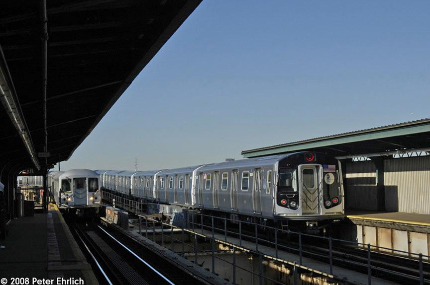(135k, 864x574)<br><b>Country:</b> United States<br><b>City:</b> New York<br><b>System:</b> New York City Transit<br><b>Line:</b> BMT Nassau Street/Jamaica Line<br><b>Location:</b> 121st Street <br><b>Route:</b> J<br><b>Car:</b> R-42 (St. Louis, 1969-1970)  4805 <br><b>Photo by:</b> Peter Ehrlich<br><b>Date:</b> 1/3/2008<br><b>Notes:</b> Arriving 121st Street outbound.  With R160 8336 inbound on Z.<br><b>Viewed (this week/total):</b> 1 / 2135