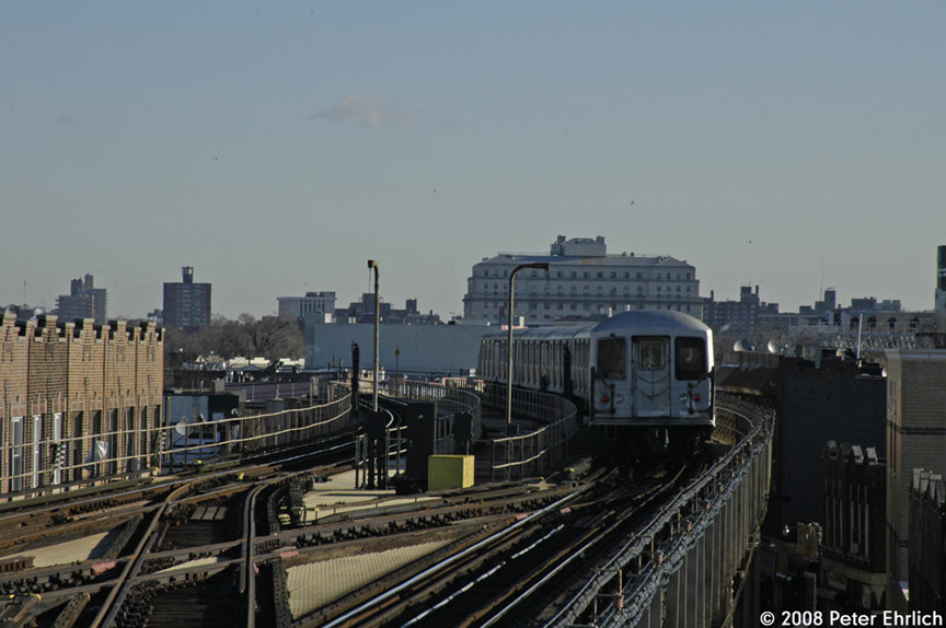 (152k, 864x574)<br><b>Country:</b> United States<br><b>City:</b> New York<br><b>System:</b> New York City Transit<br><b>Line:</b> BMT Nassau Street/Jamaica Line<br><b>Location:</b> 121st Street <br><b>Route:</b> J<br><b>Car:</b> R-42 (St. Louis, 1969-1970)  4840 <br><b>Photo by:</b> Peter Ehrlich<br><b>Date:</b> 1/3/2008<br><b>Notes:</b> Leaving 121st Street outbound, trailing view.<br><b>Viewed (this week/total):</b> 0 / 3421