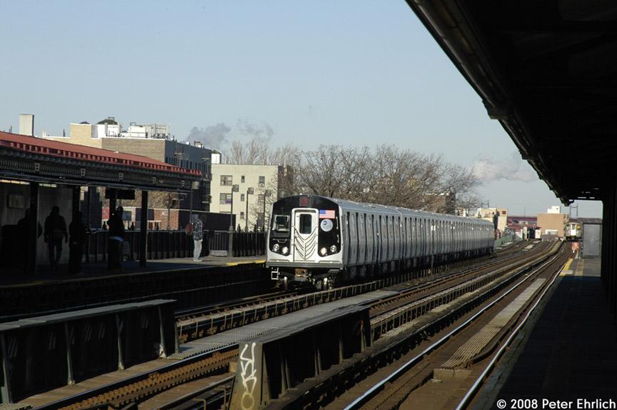 (163k, 864x574)<br><b>Country:</b> United States<br><b>City:</b> New York<br><b>System:</b> New York City Transit<br><b>Line:</b> BMT Astoria Line<br><b>Location:</b> 36th/Washington Aves. <br><b>Route:</b> N<br><b>Car:</b> R-160B (Kawasaki, 2005-2008)  8868 <br><b>Photo by:</b> Peter Ehrlich<br><b>Date:</b> 1/3/2008<br><b>Notes:</b> Arriving 36th Avenue inbound.<br><b>Viewed (this week/total):</b> 0 / 2282