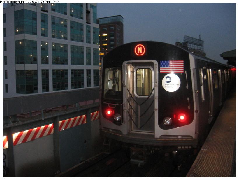 (121k, 820x620)<br><b>Country:</b> United States<br><b>City:</b> New York<br><b>System:</b> New York City Transit<br><b>Line:</b> BMT Astoria Line<br><b>Location:</b> Queensborough Plaza <br><b>Route:</b> N<br><b>Car:</b> R-160B (Kawasaki, 2005-2008)  8807 <br><b>Photo by:</b> Gary Chatterton<br><b>Date:</b> 12/28/2007<br><b>Viewed (this week/total):</b> 0 / 2035
