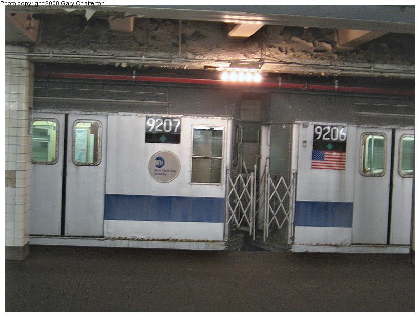 (175k, 820x620)<br><b>Country:</b> United States<br><b>City:</b> New York<br><b>System:</b> New York City Transit<br><b>Line:</b> IND Fulton Street Line<br><b>Location:</b> Hoyt-Schermerhorn Street <br><b>Route:</b> Museum move.<br><b>Car:</b> R-33 Main Line (St. Louis, 1962-63) 9207/9206 <br><b>Photo by:</b> Gary Chatterton<br><b>Date:</b> 1/10/2008<br><b>Viewed (this week/total):</b> 2 / 3047