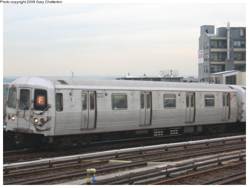 (103k, 820x620)<br><b>Country:</b> United States<br><b>City:</b> New York<br><b>System:</b> New York City Transit<br><b>Line:</b> IND Crosstown Line<br><b>Location:</b> Smith/9th Street <br><b>Route:</b> F<br><b>Car:</b> R-46 (Pullman-Standard, 1974-75) 5620 <br><b>Photo by:</b> Gary Chatterton<br><b>Date:</b> 1/10/2008<br><b>Viewed (this week/total):</b> 1 / 1780