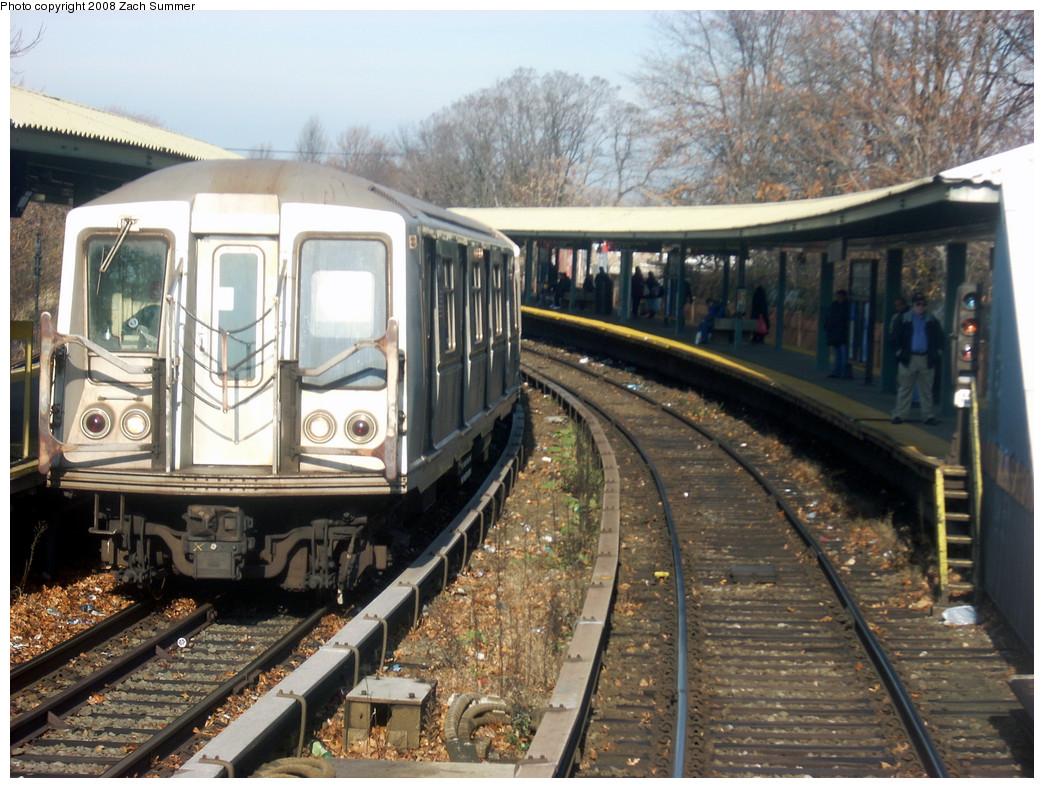 (307k, 1044x788)<br><b>Country:</b> United States<br><b>City:</b> New York<br><b>System:</b> New York City Transit<br><b>Line:</b> BMT Brighton Line<br><b>Location:</b> Sheepshead Bay <br><b>Route:</b> B<br><b>Car:</b> R-40 (St. Louis, 1968)   <br><b>Photo by:</b> Zach Summer<br><b>Date:</b> 12/14/2007<br><b>Viewed (this week/total):</b> 4 / 2527