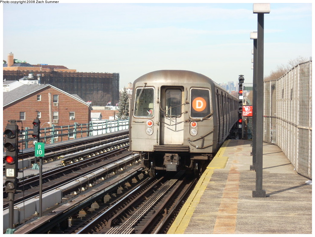 (301k, 1044x788)<br><b>Country:</b> United States<br><b>City:</b> New York<br><b>System:</b> New York City Transit<br><b>Line:</b> BMT West End Line<br><b>Location:</b> Bay 50th Street <br><b>Route:</b> D<br><b>Car:</b> R-68 (Westinghouse-Amrail, 1986-1988)   <br><b>Photo by:</b> Zach Summer<br><b>Date:</b> 12/15/2007<br><b>Viewed (this week/total):</b> 0 / 1833