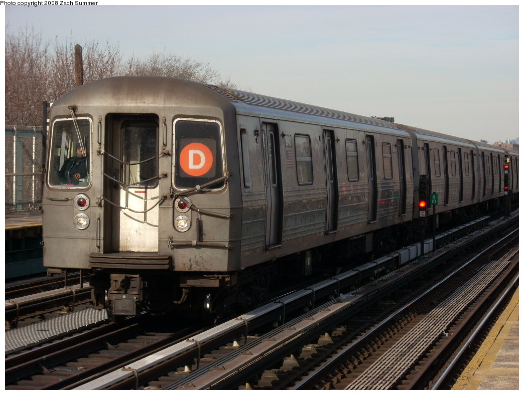 (259k, 1044x788)<br><b>Country:</b> United States<br><b>City:</b> New York<br><b>System:</b> New York City Transit<br><b>Line:</b> BMT West End Line<br><b>Location:</b> Bay 50th Street <br><b>Route:</b> D<br><b>Car:</b> R-68 (Westinghouse-Amrail, 1986-1988)  2640 <br><b>Photo by:</b> Zach Summer<br><b>Date:</b> 12/15/2007<br><b>Viewed (this week/total):</b> 0 / 1811