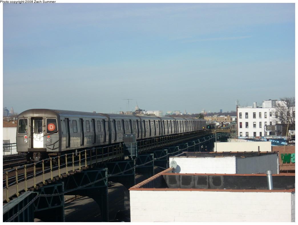 (193k, 1044x788)<br><b>Country:</b> United States<br><b>City:</b> New York<br><b>System:</b> New York City Transit<br><b>Line:</b> BMT West End Line<br><b>Location:</b> 18th Avenue <br><b>Route:</b> D<br><b>Car:</b> R-68 (Westinghouse-Amrail, 1986-1988)   <br><b>Photo by:</b> Zach Summer<br><b>Date:</b> 12/15/2007<br><b>Viewed (this week/total):</b> 2 / 1828