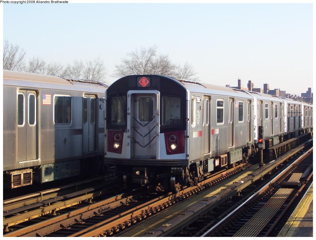 (232k, 1044x791)<br><b>Country:</b> United States<br><b>City:</b> New York<br><b>System:</b> New York City Transit<br><b>Line:</b> IRT Pelham Line<br><b>Location:</b> Morrison/Soundview Aves. <br><b>Route:</b> 6<br><b>Car:</b> R-142A (Primary Order, Kawasaki, 1999-2002)  7585 <br><b>Photo by:</b> Aliandro Brathwaite<br><b>Date:</b> 12/31/2007<br><b>Viewed (this week/total):</b> 0 / 2880