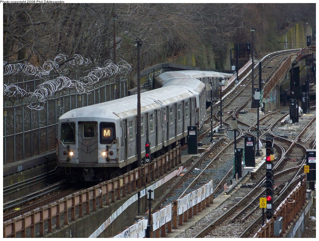 (334k, 1044x788)<br><b>Country:</b> United States<br><b>City:</b> New York<br><b>System:</b> New York City Transit<br><b>Line:</b> BMT West End Line<br><b>Location:</b> 9th Avenue <br><b>Route:</b> M<br><b>Car:</b> R-42 (St. Louis, 1969-1970)  4706 <br><b>Photo by:</b> Philip D'Allesandro<br><b>Date:</b> 1/22/2008<br><b>Viewed (this week/total):</b> 0 / 3123