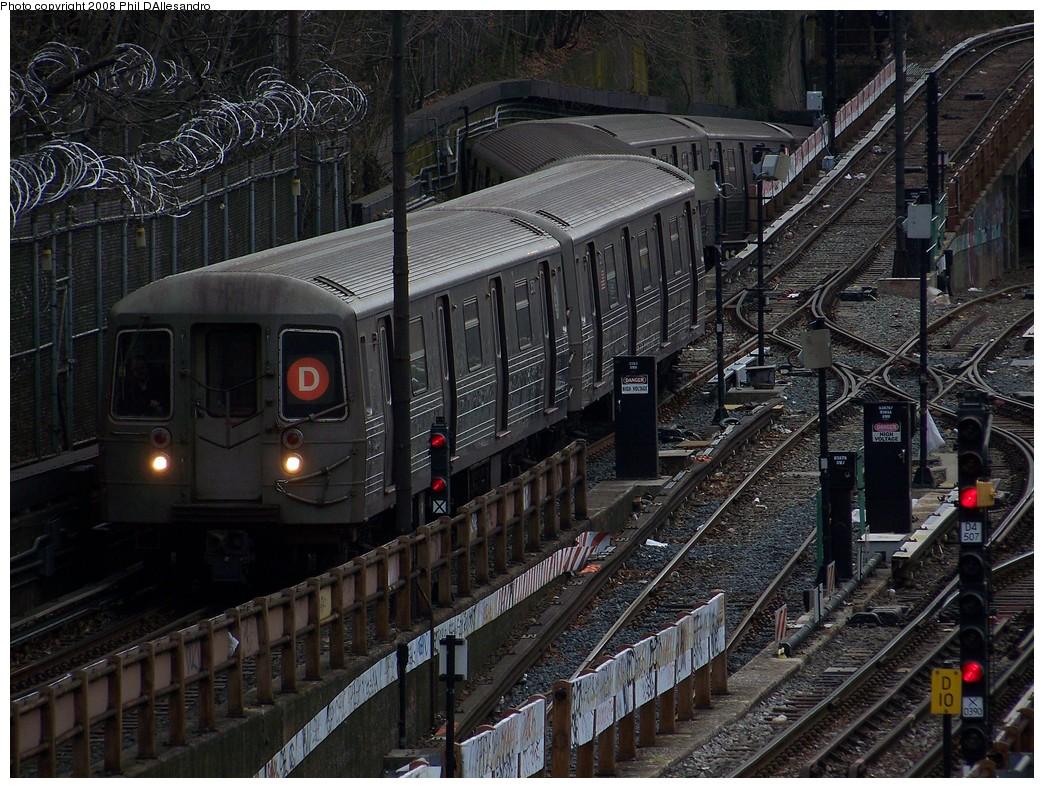 (293k, 1044x788)<br><b>Country:</b> United States<br><b>City:</b> New York<br><b>System:</b> New York City Transit<br><b>Line:</b> BMT West End Line<br><b>Location:</b> 9th Avenue <br><b>Route:</b> D<br><b>Car:</b> R-68 (Westinghouse-Amrail, 1986-1988)  2530 <br><b>Photo by:</b> Philip D'Allesandro<br><b>Date:</b> 1/22/2008<br><b>Viewed (this week/total):</b> 4 / 2717