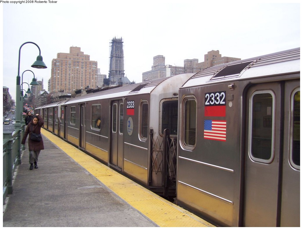 (178k, 1044x791)<br><b>Country:</b> United States<br><b>City:</b> New York<br><b>System:</b> New York City Transit<br><b>Line:</b> IRT West Side Line<br><b>Location:</b> 125th Street <br><b>Route:</b> 1<br><b>Car:</b> R-62A (Bombardier, 1984-1987)  2333 <br><b>Photo by:</b> Roberto C. Tobar<br><b>Date:</b> 1/19/2008<br><b>Viewed (this week/total):</b> 0 / 2363