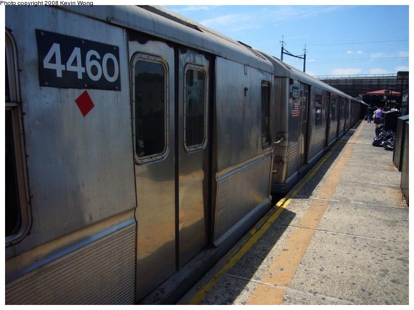 (131k, 820x615)<br><b>Country:</b> United States<br><b>City:</b> New York<br><b>System:</b> New York City Transit<br><b>Line:</b> BMT Astoria Line<br><b>Location:</b> Ditmars Boulevard <br><b>Route:</b> W<br><b>Car:</b> R-40M (St. Louis, 1969)  4460 <br><b>Photo by:</b> Kevin Wong<br><b>Date:</b> 6/11/2007<br><b>Notes:</b> Mismate with R42 4665.<br><b>Viewed (this week/total):</b> 0 / 2351