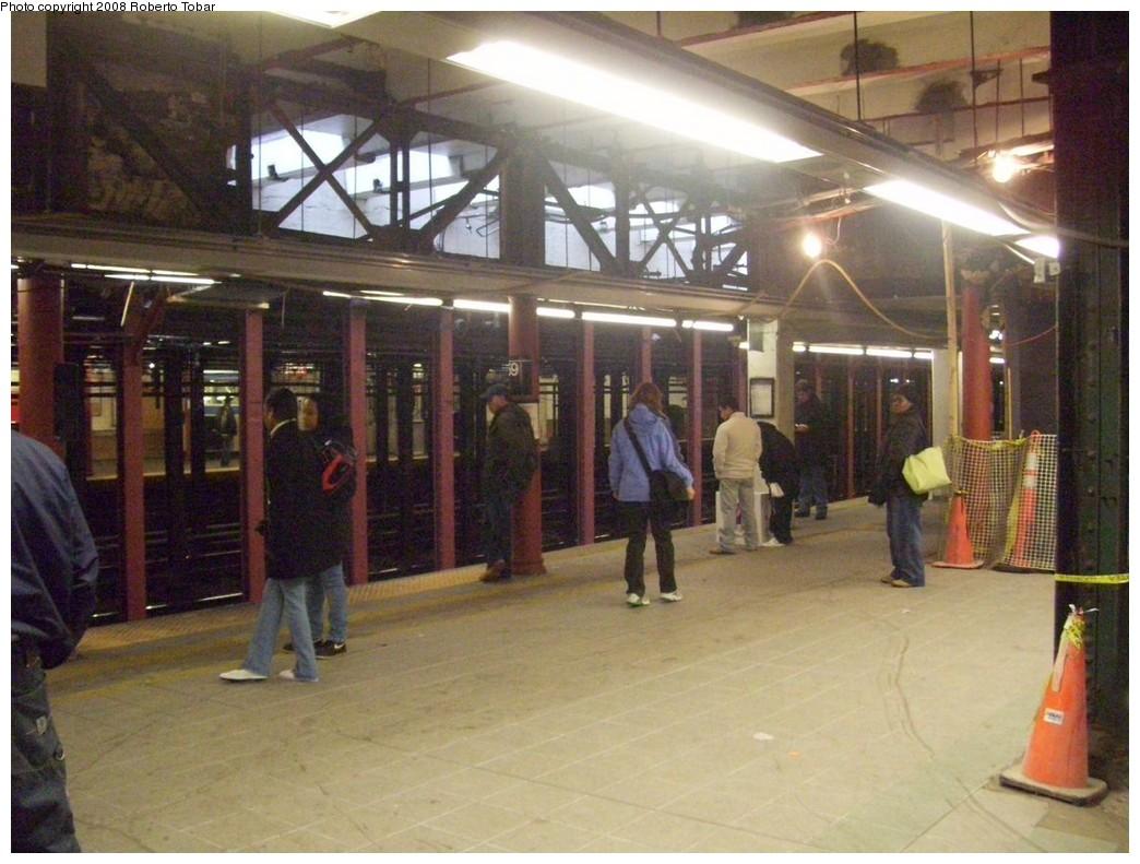 (212k, 1044x791)<br><b>Country:</b> United States<br><b>City:</b> New York<br><b>System:</b> New York City Transit<br><b>Line:</b> IRT West Side Line<br><b>Location:</b> 59th Street/Columbus Circle <br><b>Photo by:</b> Roberto C. Tobar<br><b>Date:</b> 1/19/2008<br><b>Notes:</b> Platform view during renovation.<br><b>Viewed (this week/total):</b> 0 / 2800