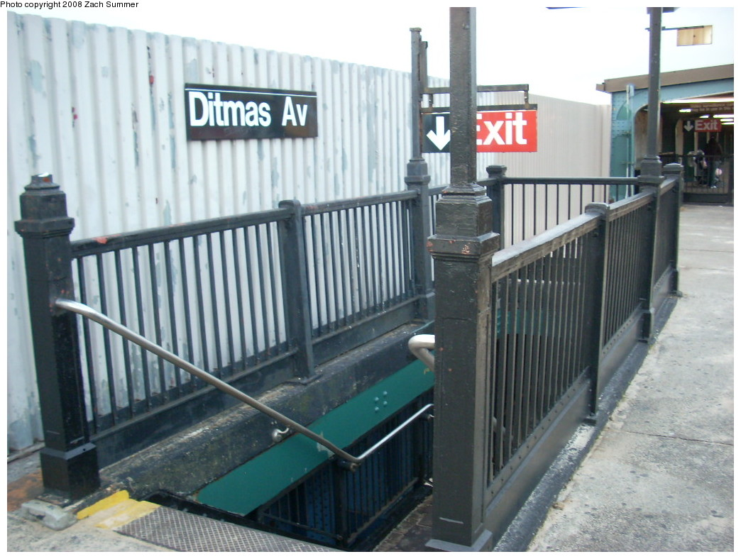 (234k, 1044x788)<br><b>Country:</b> United States<br><b>City:</b> New York<br><b>System:</b> New York City Transit<br><b>Line:</b> BMT Culver Line<br><b>Location:</b> Ditmas Avenue <br><b>Photo by:</b> Zach Summer<br><b>Date:</b> 12/15/2007<br><b>Notes:</b> Exit stairway at south end.<br><b>Viewed (this week/total):</b> 0 / 1664