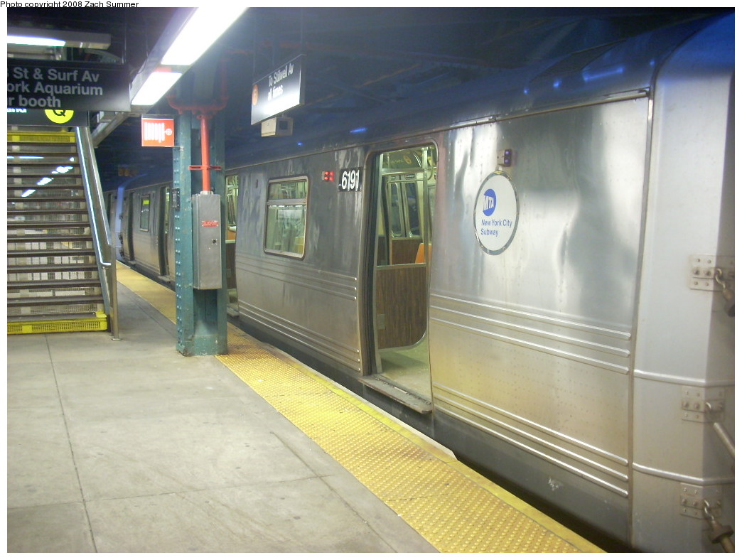 (223k, 1044x788)<br><b>Country:</b> United States<br><b>City:</b> New York<br><b>System:</b> New York City Transit<br><b>Line:</b> BMT Culver Line<br><b>Location:</b> West 8th Street <br><b>Route:</b> F<br><b>Car:</b> R-46 (Pullman-Standard, 1974-75) 6191 <br><b>Photo by:</b> Zach Summer<br><b>Date:</b> 12/15/2007<br><b>Viewed (this week/total):</b> 0 / 2457