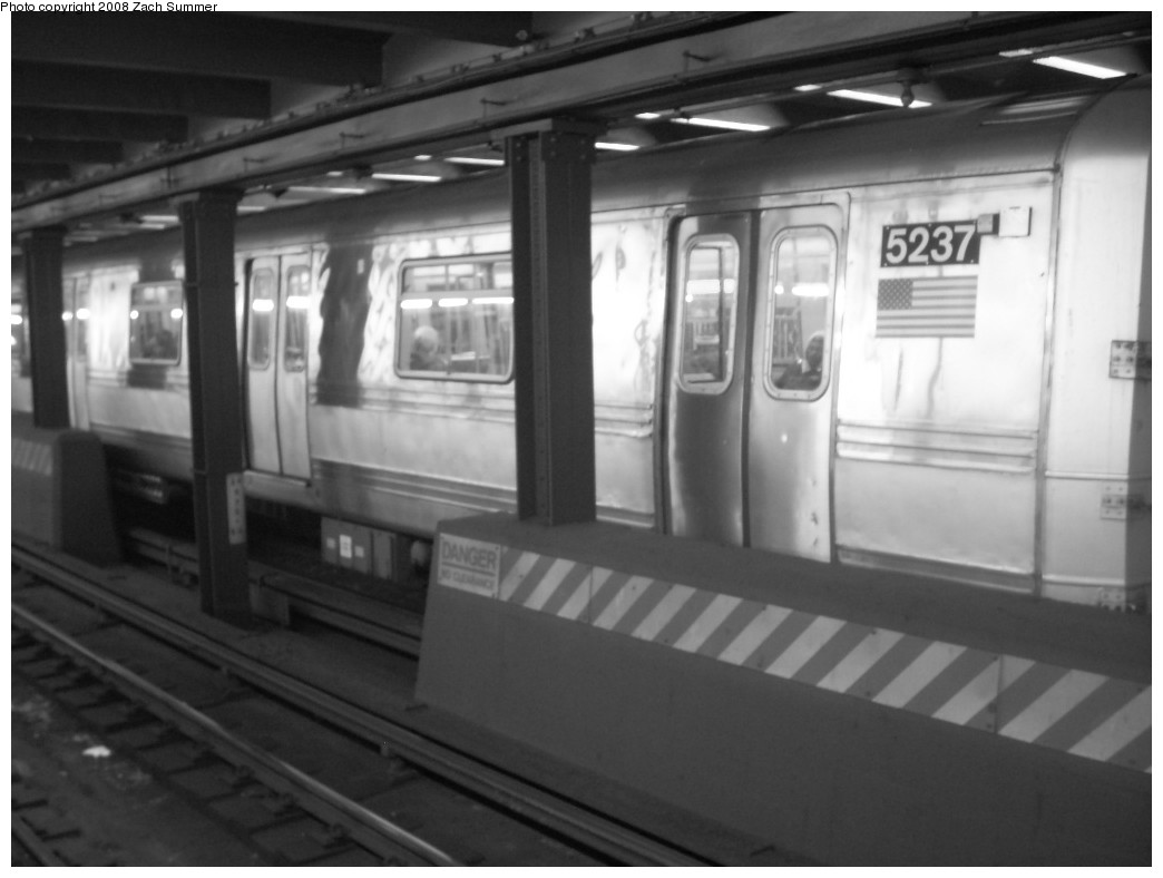 (157k, 1044x788)<br><b>Country:</b> United States<br><b>City:</b> New York<br><b>System:</b> New York City Transit<br><b>Line:</b> IND 8th Avenue Line<br><b>Location:</b> West 4th Street/Washington Square <br><b>Route:</b> A<br><b>Car:</b> R-44 (St. Louis, 1971-73) 5237 <br><b>Photo by:</b> Zach Summer<br><b>Date:</b> 12/16/2007<br><b>Viewed (this week/total):</b> 1 / 2539