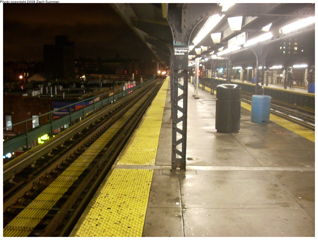 (242k, 1044x788)<br><b>Country:</b> United States<br><b>City:</b> New York<br><b>System:</b> New York City Transit<br><b>Line:</b> BMT Brighton Line<br><b>Location:</b> Brighton Beach <br><b>Photo by:</b> Zach Summer<br><b>Date:</b> 12/16/2007<br><b>Notes:</b> Nighttime station view.<br><b>Viewed (this week/total):</b> 1 / 1693