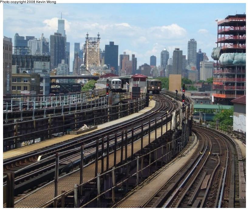 (184k, 820x695)<br><b>Country:</b> United States<br><b>City:</b> New York<br><b>System:</b> New York City Transit<br><b>Location:</b> Queensborough Plaza <br><b>Photo by:</b> Kevin Wong<br><b>Date:</b> 6/1/2007<br><b>Notes:</b> View of upper level of Queensborough Plaza station.<br><b>Viewed (this week/total):</b> 1 / 4097