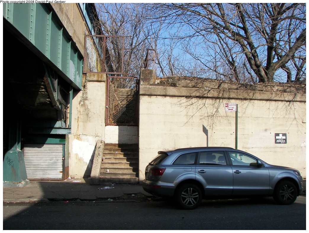 (352k, 1044x788)<br><b>Country:</b> United States<br><b>City:</b> New York<br><b>System:</b> New York City Transit<br><b>Line:</b> BMT Brighton Line<br><b>Location:</b> Neck Road <br><b>Photo by:</b> David-Paul Gerber<br><b>Date:</b> 2/3/2008<br><b>Notes:</b> Remains of LIRR Manhattan Beach Neck Road station.<br><b>Viewed (this week/total):</b> 6 / 2496