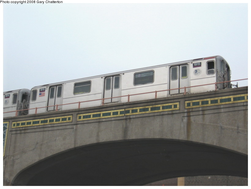 (81k, 820x620)<br><b>Country:</b> United States<br><b>City:</b> New York<br><b>System:</b> New York City Transit<br><b>Line:</b> IRT Flushing Line<br><b>Location:</b> 46th Street/Bliss Street <br><b>Route:</b> 7<br><b>Car:</b> R-62A (Bombardier, 1984-1987)  1915 <br><b>Photo by:</b> Gary Chatterton<br><b>Date:</b> 1/29/2008<br><b>Viewed (this week/total):</b> 0 / 1782