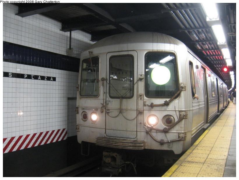 (130k, 820x620)<br><b>Country:</b> United States<br><b>City:</b> New York<br><b>System:</b> New York City Transit<br><b>Line:</b> IND Queens Boulevard Line<br><b>Location:</b> Queens Plaza <br><b>Route:</b> G<br><b>Car:</b> R-46 (Pullman-Standard, 1974-75) 6218 <br><b>Photo by:</b> Gary Chatterton<br><b>Date:</b> 12/23/2007<br><b>Viewed (this week/total):</b> 0 / 2030