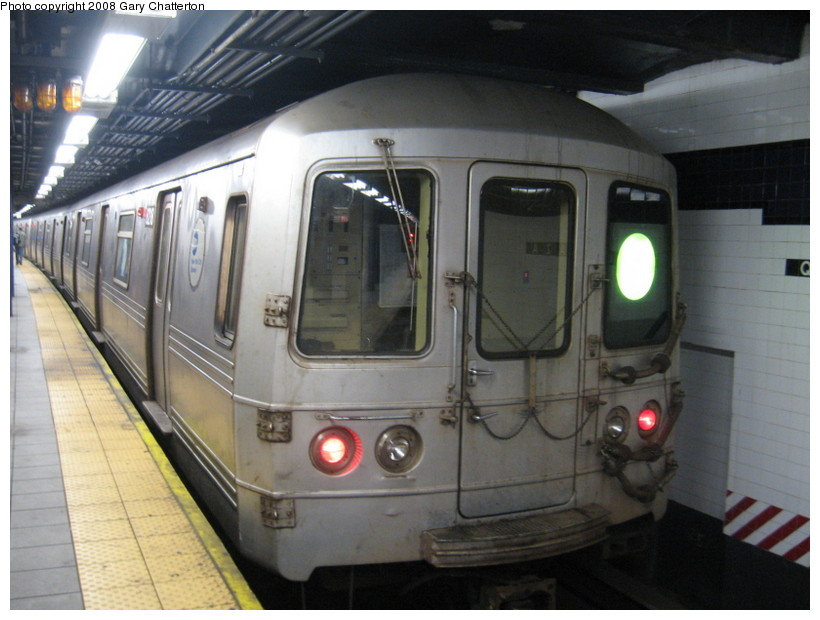 (124k, 820x620)<br><b>Country:</b> United States<br><b>City:</b> New York<br><b>System:</b> New York City Transit<br><b>Line:</b> IND Queens Boulevard Line<br><b>Location:</b> Queens Plaza <br><b>Route:</b> G<br><b>Car:</b> R-46 (Pullman-Standard, 1974-75) 6218 <br><b>Photo by:</b> Gary Chatterton<br><b>Date:</b> 12/23/2007<br><b>Viewed (this week/total):</b> 0 / 1801