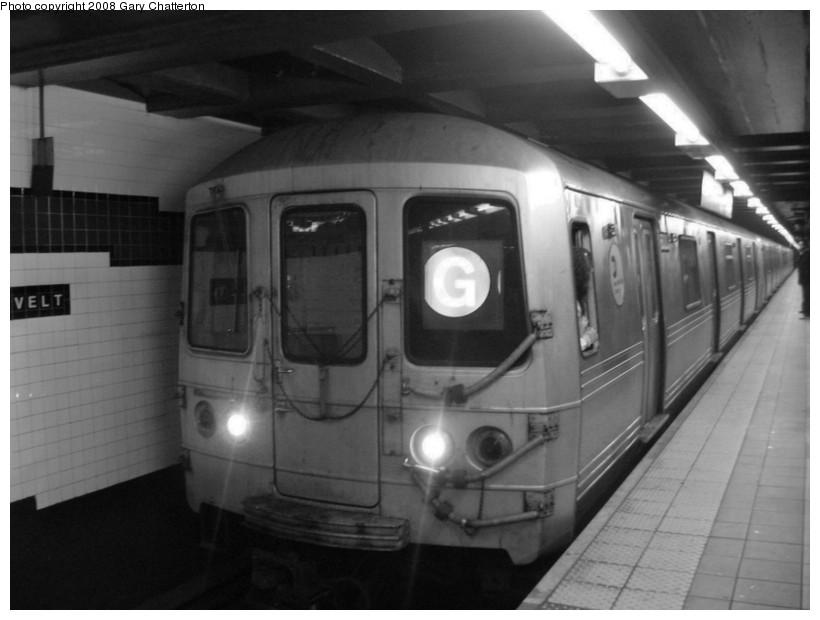 (88k, 820x620)<br><b>Country:</b> United States<br><b>City:</b> New York<br><b>System:</b> New York City Transit<br><b>Line:</b> IND Queens Boulevard Line<br><b>Location:</b> Roosevelt Avenue <br><b>Route:</b> G<br><b>Car:</b> R-46 (Pullman-Standard, 1974-75) 6000 <br><b>Photo by:</b> Gary Chatterton<br><b>Date:</b> 12/23/2007<br><b>Viewed (this week/total):</b> 0 / 2073